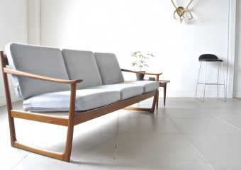 Sofa by Peter Hvidt