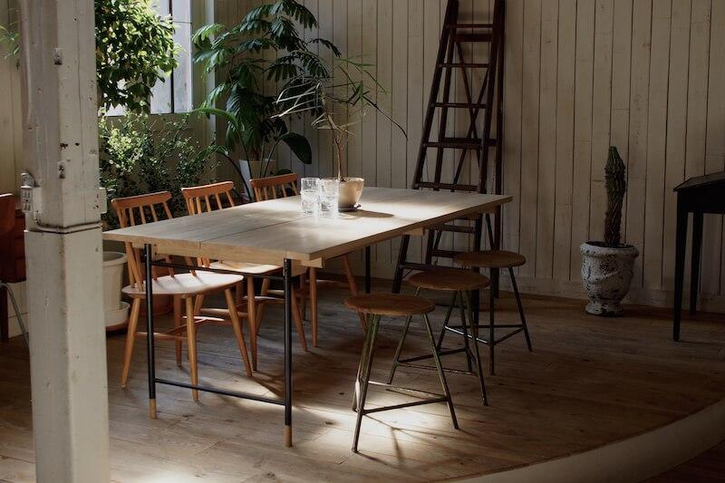 世代やオーナーが代わっても永く愛される家具造りを目指し、良い生活のためのツールを発信するブランドです。