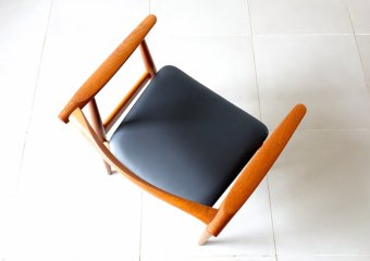 """CH35"" arm chair by Hans J. Wegner"