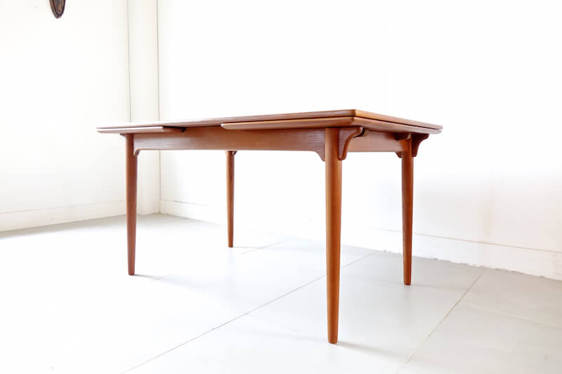 Model.54 dining table by Gunni Omann