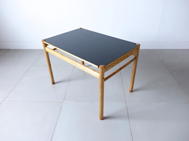 Reversible top table Model.22 by Ole Wanscher
