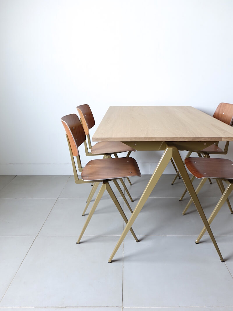 TD.4 Table / Peal gold