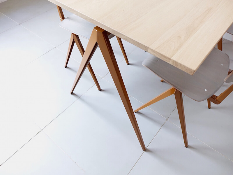 TD.4 Table / Loam brown
