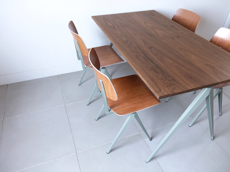 TD.4 Table / Cement gray