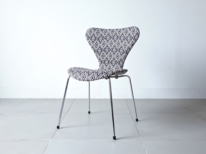 FH3107 Seven chairs by Arne Jacobsen with SOYARA