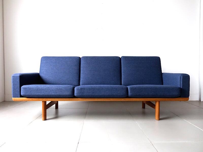 GE236 sofa by Hans J. Wegner for GETAMA