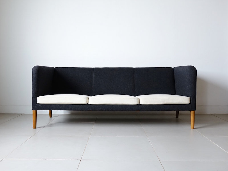 AP18S Sofa by Hans J. Wegner for AP stolen