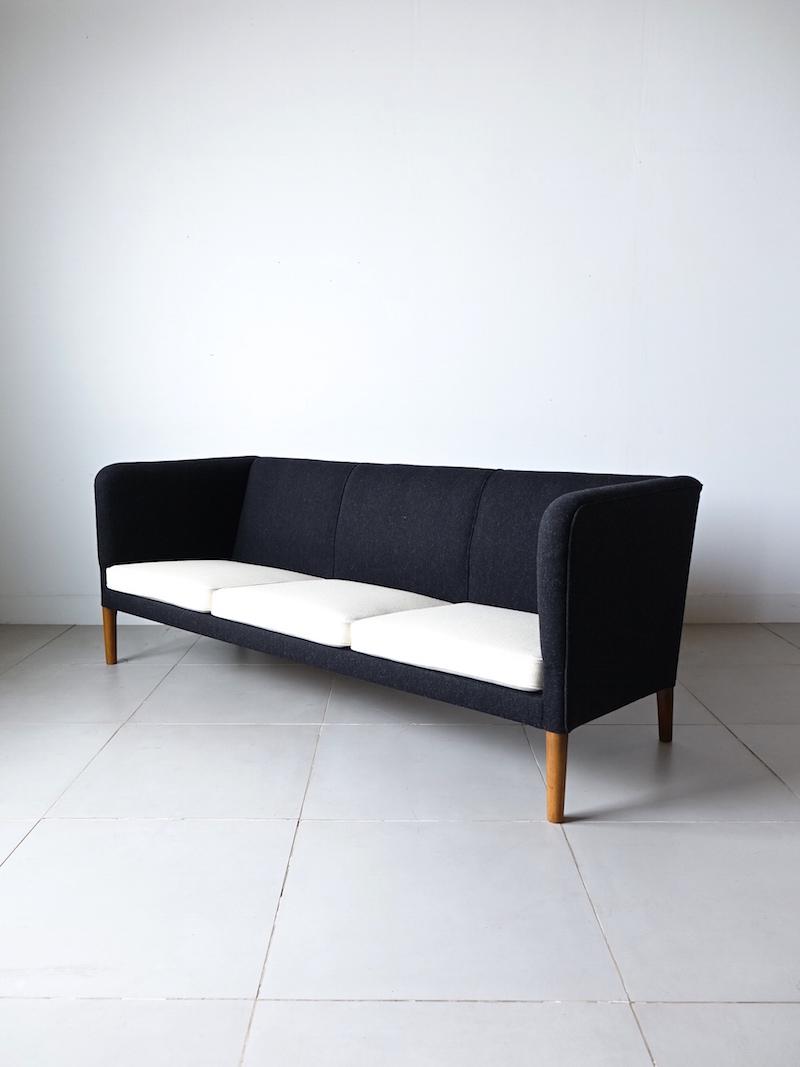 AP18S Sofa by Hans J. Wegner for AP stolen
