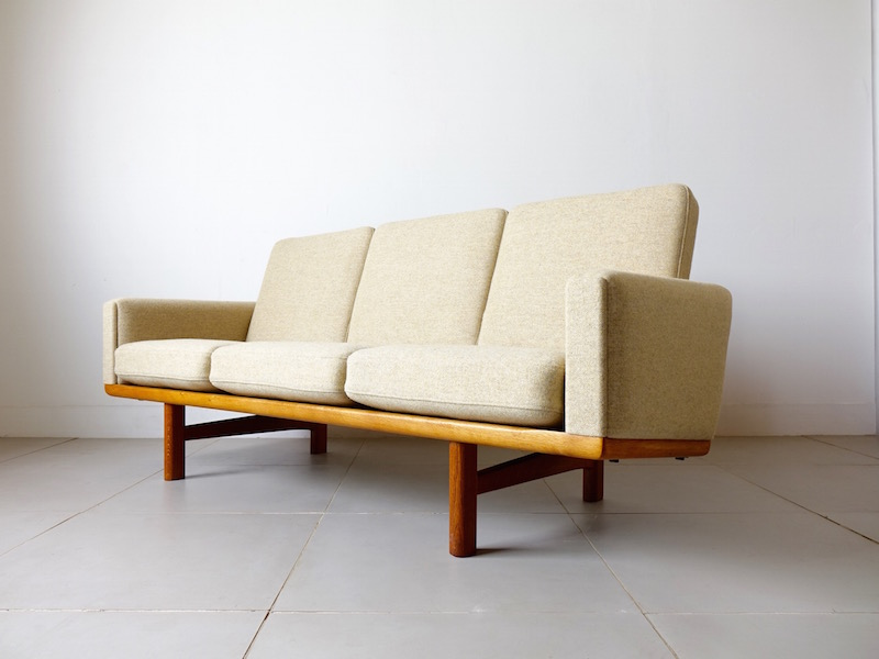 GE235 sofa by Hans J. Wegner for GETAMA