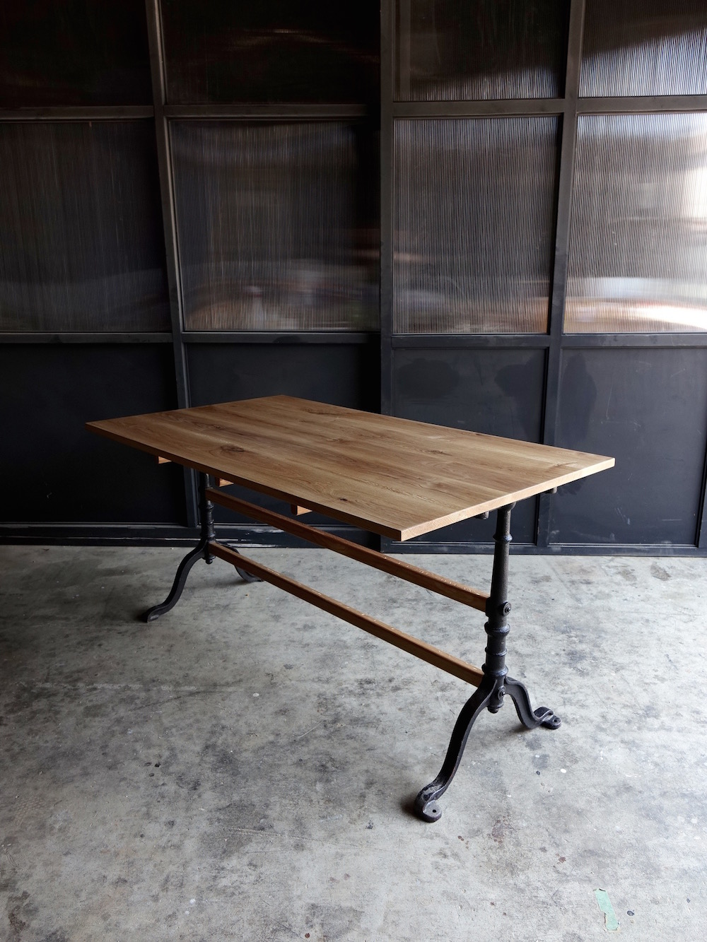 Antique metal leg table