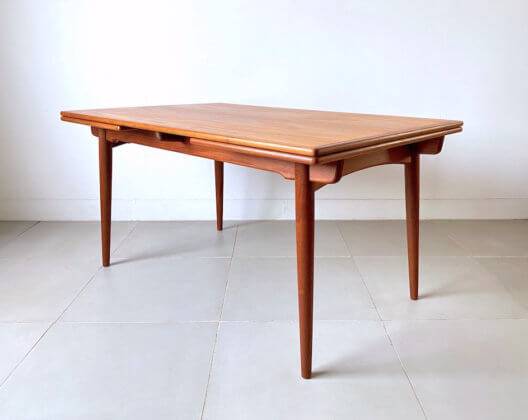 Dining table AT312 by Hans J. Wegner