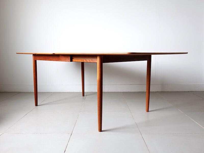Dining table by Kurt Østervig for KP mobler
