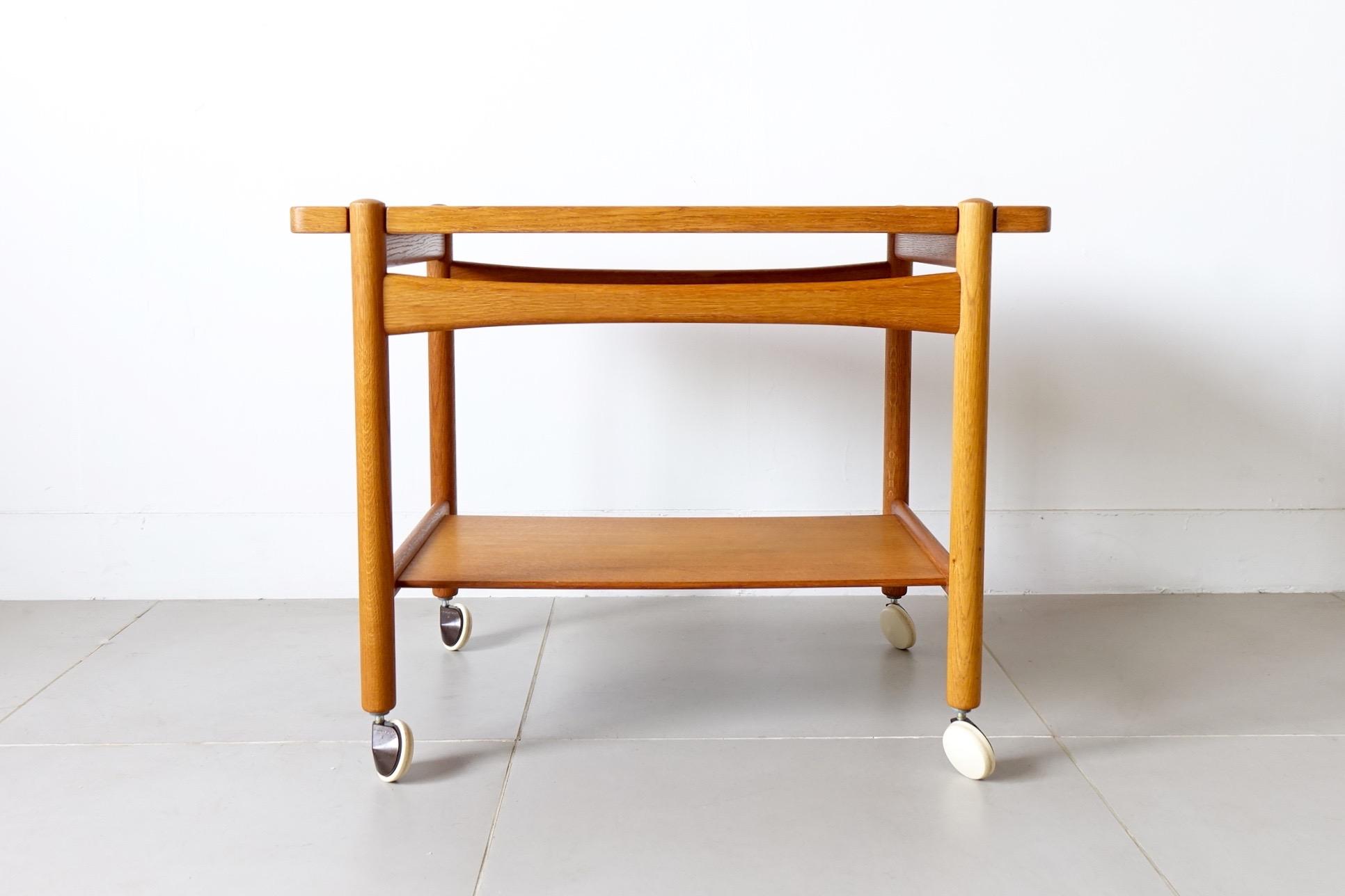 トローリーテーブル
