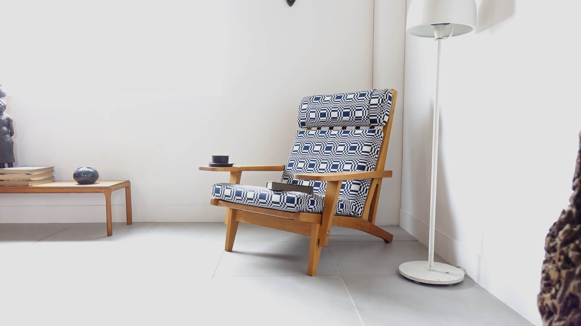 """GE375"" Eazy chair by Hans J. Wegner"