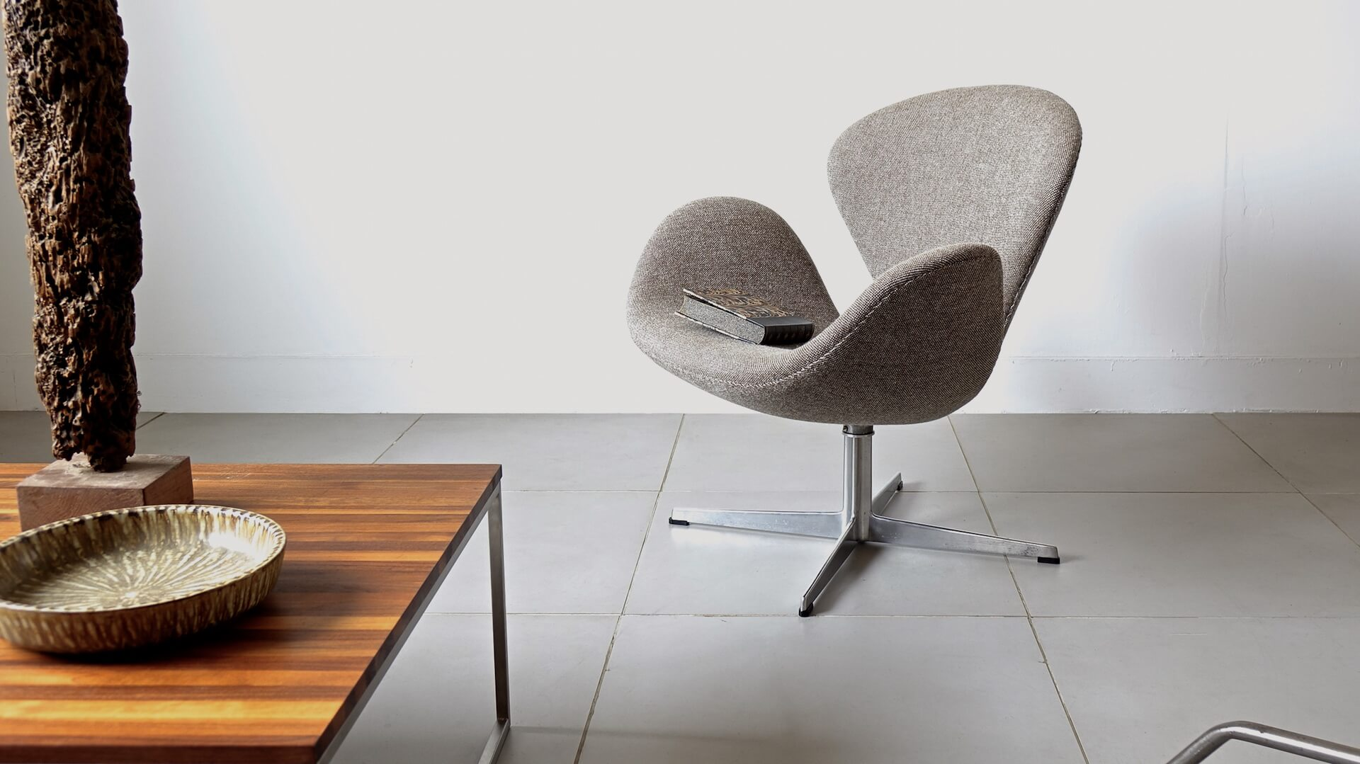 "Swan chair ""FH3320"" by Arne Jacobsen for Fritz Hansen"