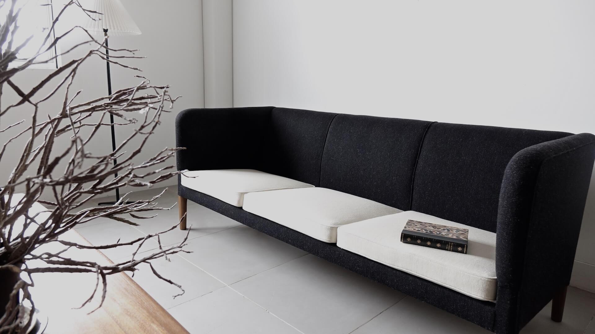 """AP18S"" Sofa by Hans J. Wegner"