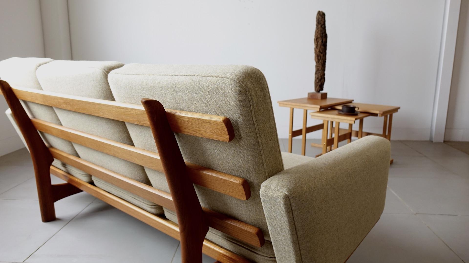 """GE235″ sofa by Hans J. Wegner"